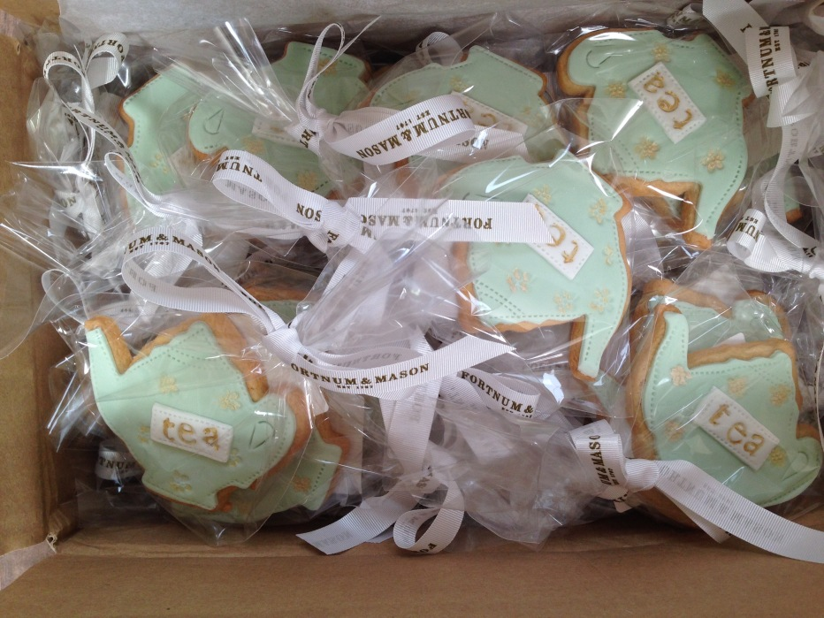 nila holden fortnum & mason alice through the looking glass biscuits4