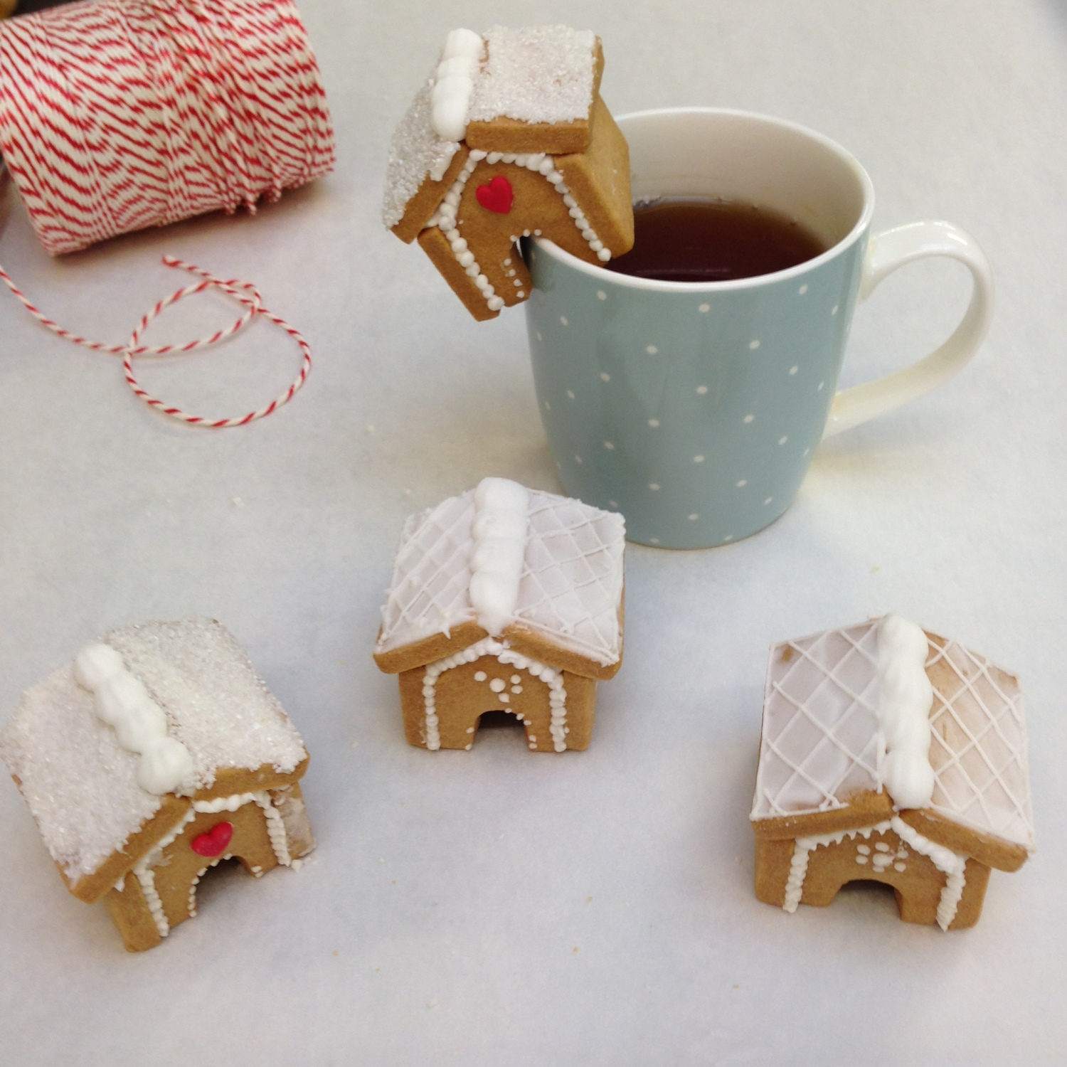 nila holden mini gingerbread houses fortnums1