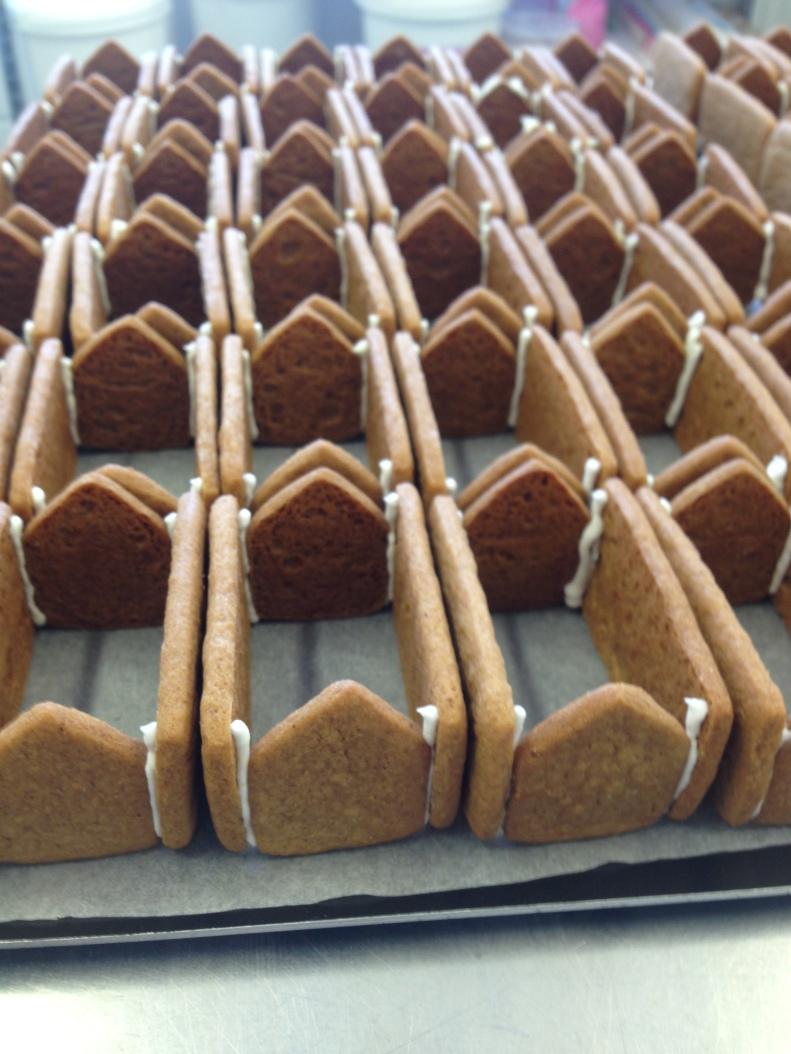 nila holden mini gingerbread houses fortnums6