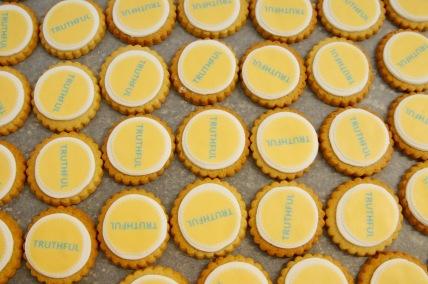 scdc-corporate-biscuits-nilaholden2