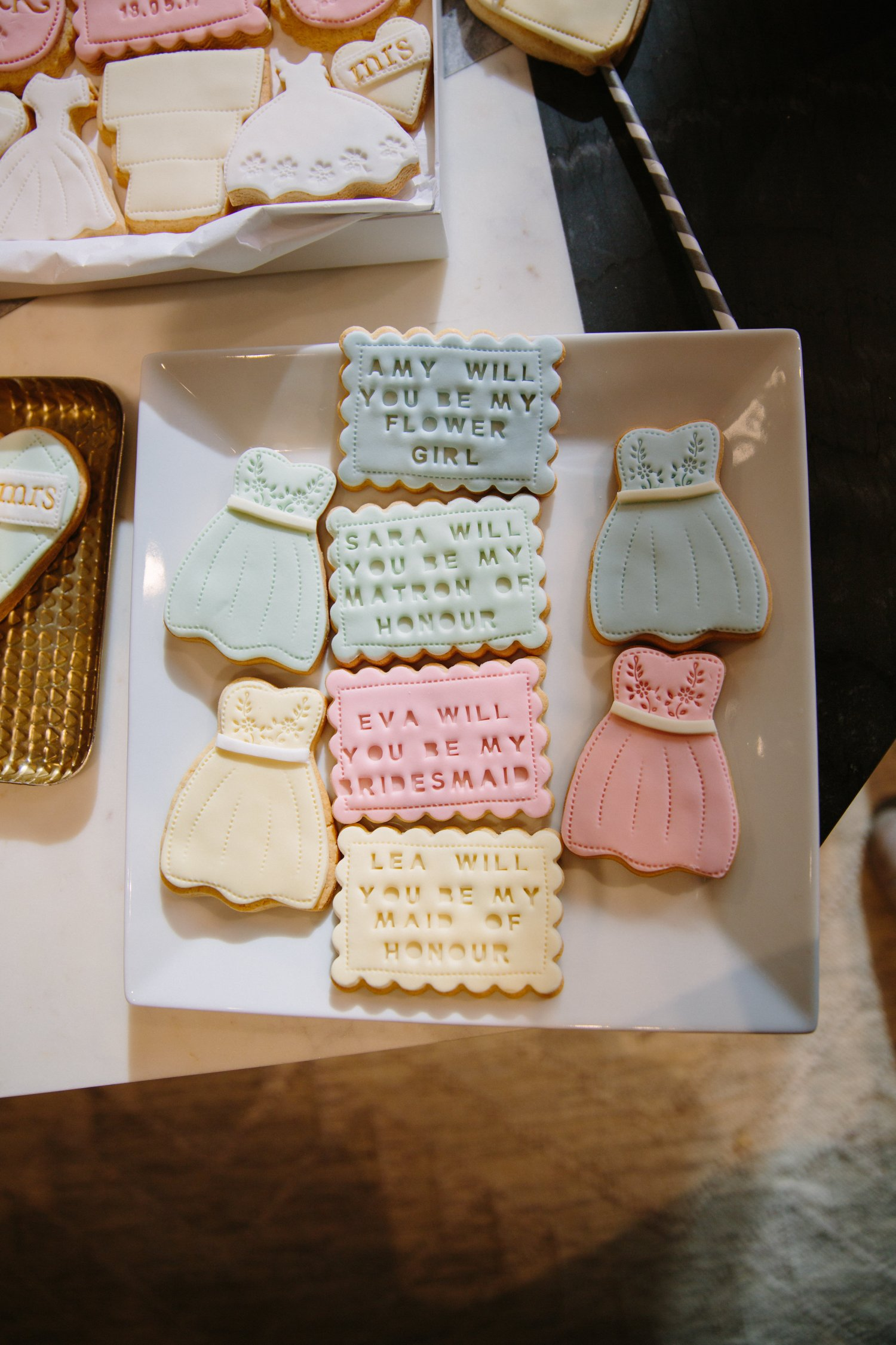 Etsy-WestElm-nila_holden_wedding_favour_biscuits