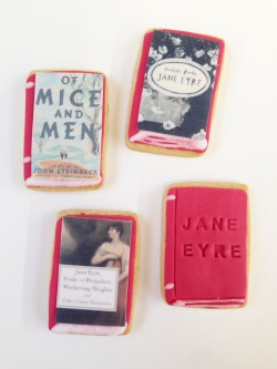 nila_holden_book_lovers_gift_biscuits