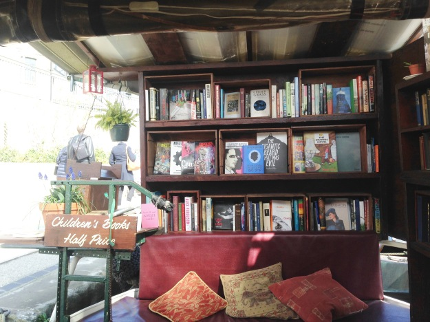 beautiful floating bookshop in london